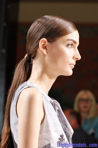 00080big 320x4801 Sleek ponytails at Dries Van Noten show: Best sleekness in fashion!