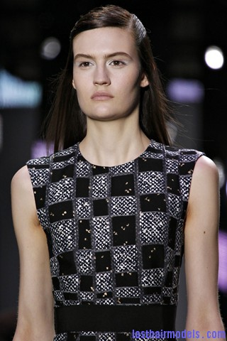 00090big 320x480 The thin half tie hair look: Hairstyle at Giambattista Valli fashion show.