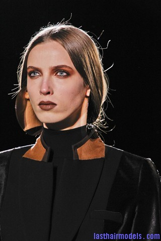 00090big 320x4801 Invented faux bob effect at the Givenchy fashion show: Mystery unflooded!