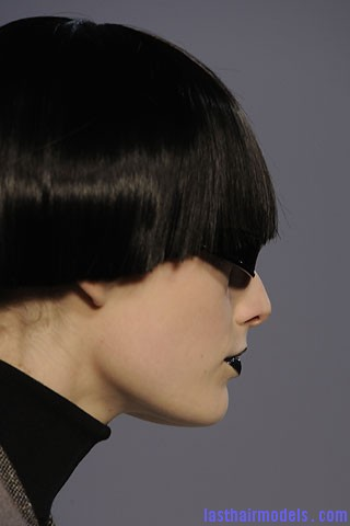 00090f4 Bowl cut hairstyle.