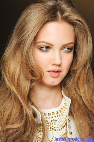 00110big 320x4803 Thick wavy hairstyle at Versace.