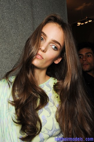 00130big 320x4802 Thick wavy hairstyle at Versace.