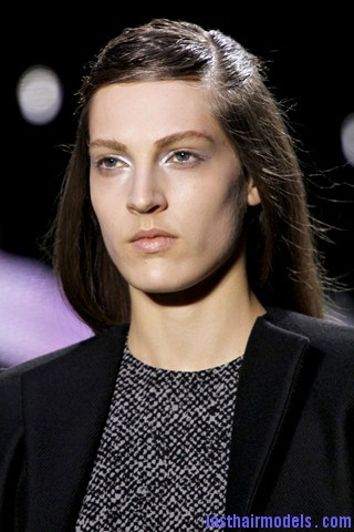00190big 320x480 The thin half tie hair look: Hairstyle at Giambattista Valli fashion show.