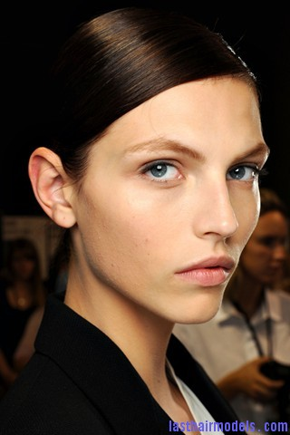 00250big 320x480 Sleek ponytails at Dries Van Noten show: Best sleekness in fashion!