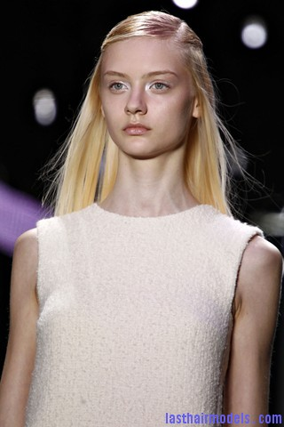 00260big 320x480 The thin half tie hair look: Hairstyle at Giambattista Valli fashion show.