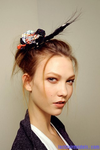 00260big 320x4805 Chanel's messy updo with flicks and decorative headbands: Ultra girly!