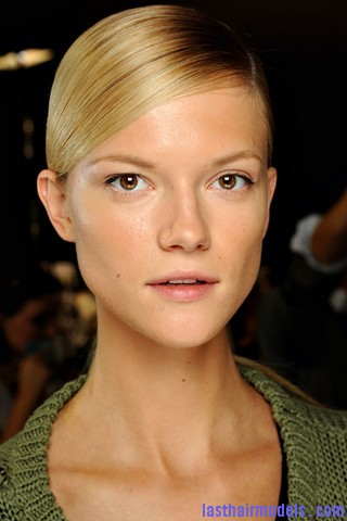 00280big 320x4801 Sleek ponytails at Dries Van Noten show: Best sleekness in fashion!
