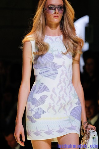 00310big 320x4805 Thick wavy hairstyle at Versace.
