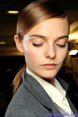 00330big 320x480 Sleek ponytails at Dries Van Noten show: Best sleekness in fashion!