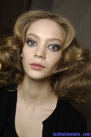 00340f Tousled mane with curls: Models at Diane Von Furstenburg show.