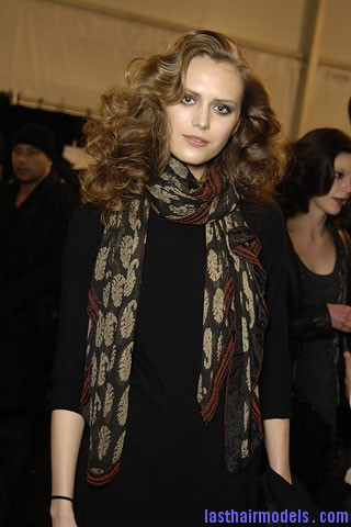 00390f Tousled mane with curls: Models at Diane Von Furstenburg show.
