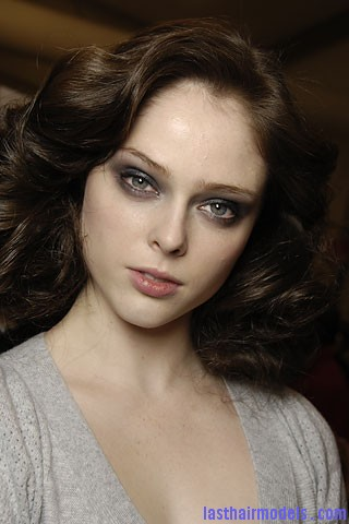 00430f Tousled mane with curls: Models at Diane Von Furstenburg show.