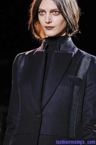 00580big 320x480 Invented faux bob effect at the Givenchy fashion show: Mystery unflooded!