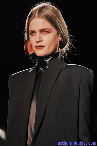 00730big 320x480 Invented faux bob effect at the Givenchy fashion show: Mystery unflooded!