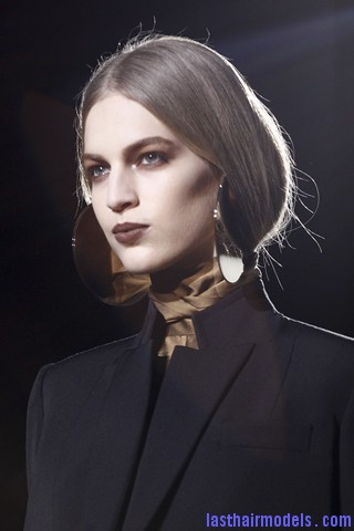 00770big 320x480 Invented faux bob effect at the Givenchy fashion show: Mystery unflooded!