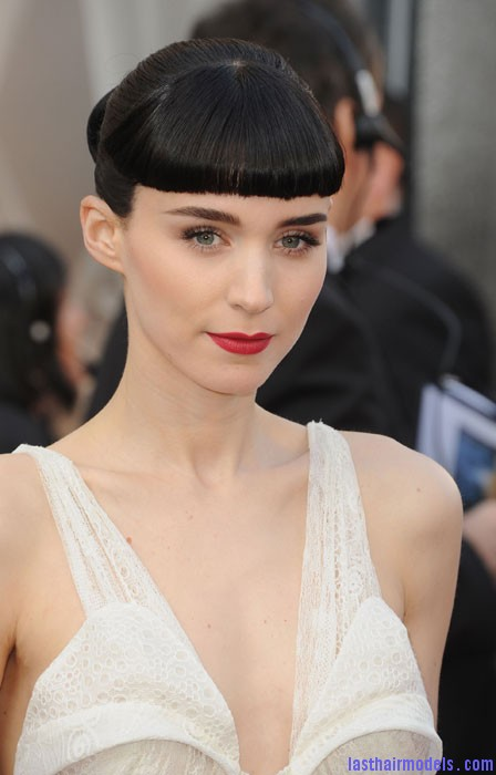 0226 oscars 2012 beauty rooney mara bd Rooney Maras short bun: Shine and neatness in one!!