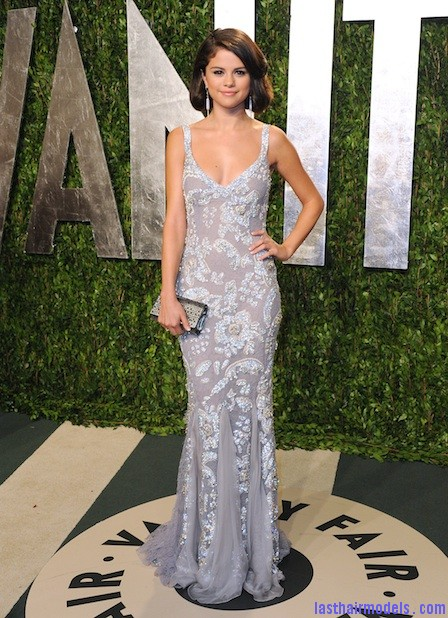 0227 selena gomez oscars 2012 fa Selena Gomezs short bob: Short hair in elegance!