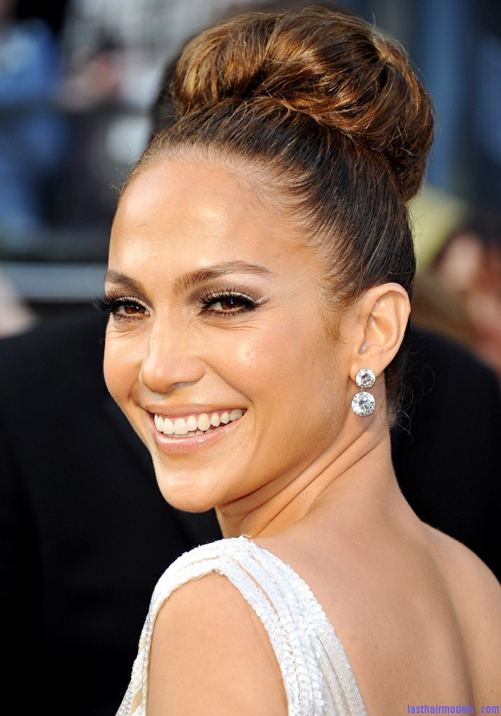1330365874 jennifer lopez zoom 716x1024 Jennifer Lopezs tight bun: Charisma in tight high sweep!
