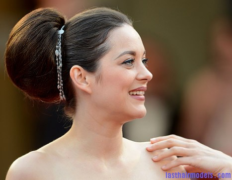 1337359819 marion cotillard 467 Thick round retro bun: Simply gorgeous!