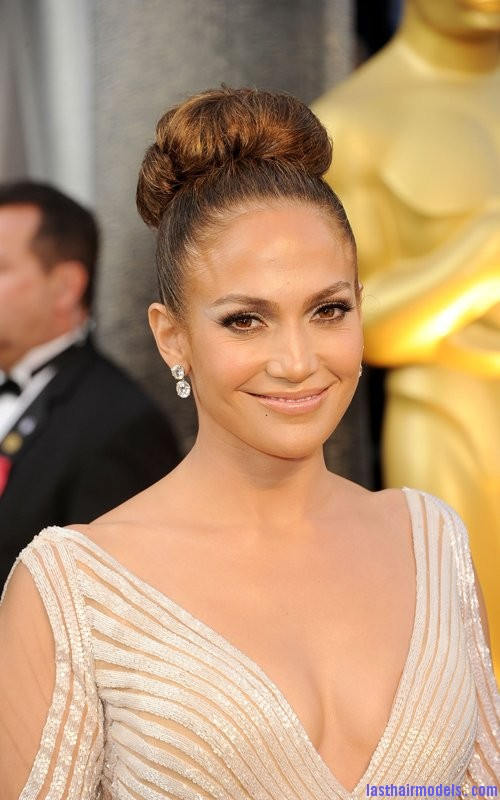 2012 academy awards 2012 oscars jennifer lopez 4 Jennifer Lopezs tight bun: Charisma in tight high sweep!