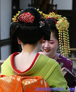 250px geisha kyoto 2004 11 21 Traditional Chinese hairstyles.