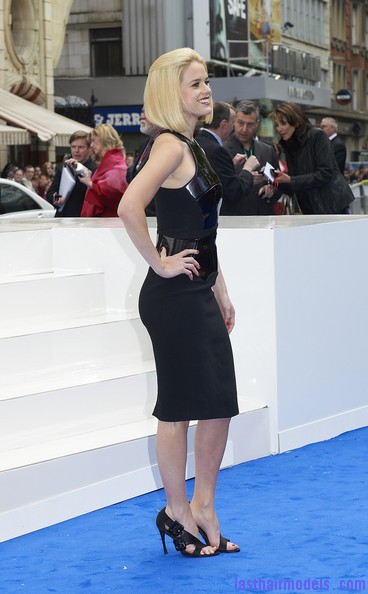 Alice+Eve+Shoulder+Length+Hairstyles+Mid+Length+NFrZT1v9bZyl Alice Eve's half tie bob: Ultimate bossy!