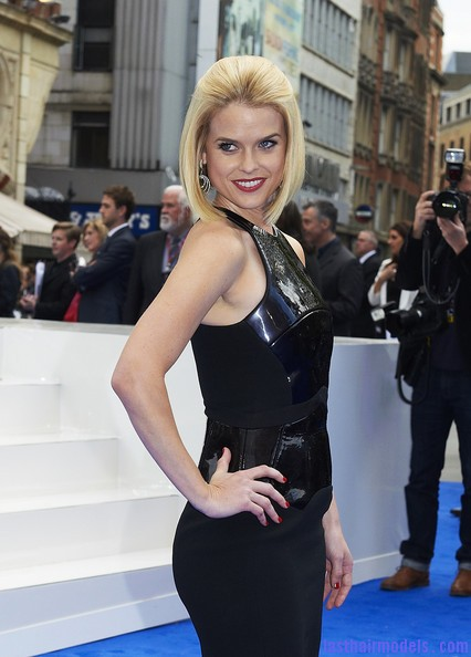 Alice+Eve+Shoulder+Length+Hairstyles+Mid+Length+QqjtMd Zy7ul Alice Eve's half tie bob: Ultimate bossy!