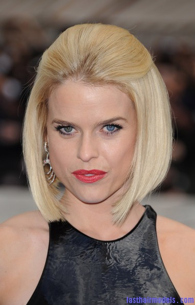 Alice+Eve+Shoulder+Length+Hairstyles+Mid+Length+h0rJI2tp9Bql Alice Eve's half tie bob: Ultimate bossy!