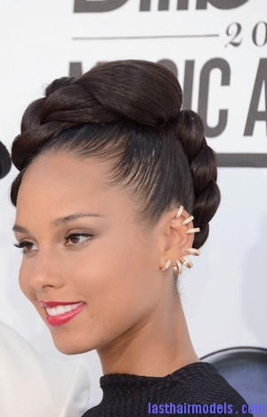 Alicia+Keys+2012+Billboard+Music+Awards+Arrivals+Tv8Lh7w 3zFl Alicia keys thick plaited updo.