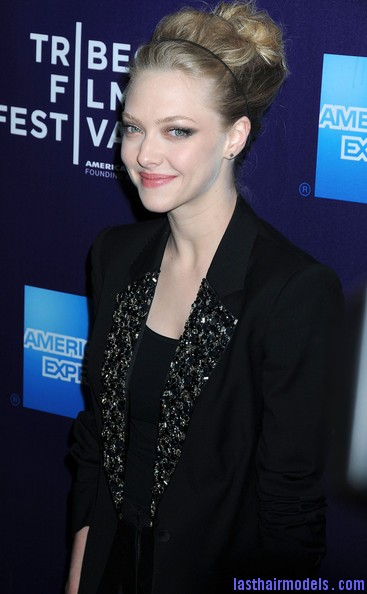Amanda+Seyfried+Tribeca+Film+Festival+premiere+Ez4100JeOIgl Amanda Seyfried bun with a head band: Messiness mixed with sleekness!