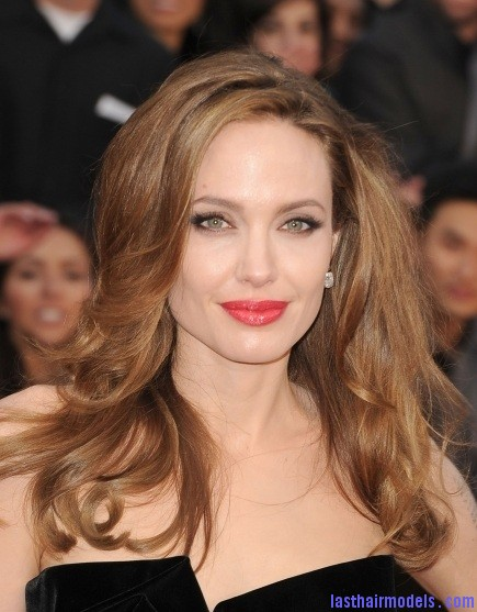 Angelina Jolie 2012 Oscars Angelina Jolie's simple wavy look: Bound to elegance!