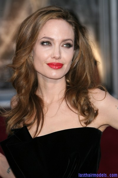 Angelina Jolie Oscars 1 Angelina Jolie's simple wavy look: Bound to elegance!