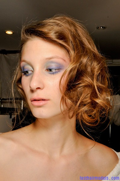 Azzaro+Fall+2012+Backstage+aUlWP93JEd4l Messy curly short bob at Azura fall 2012.
