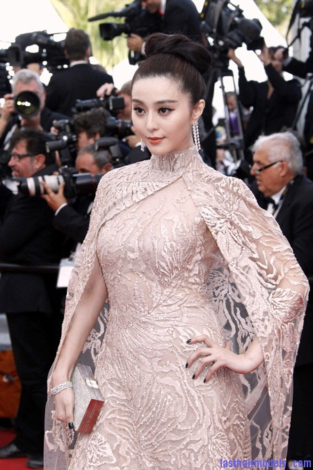 Fan+Bingbing+Elie+Saab+Cannes+5 Fan Bing Bing's bow shaped updo: Combining moderancy with tradition.