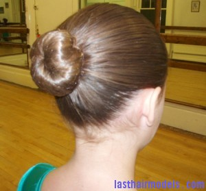 How to Make a Ballet Bun 6 300x279 How to Make a Ballet Bun 6