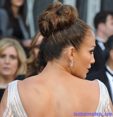 Jennifer Lopez Oscars 2012 Hair and Makeup 260212 Jennifer Lopezs tight bun: Charisma in tight high sweep!