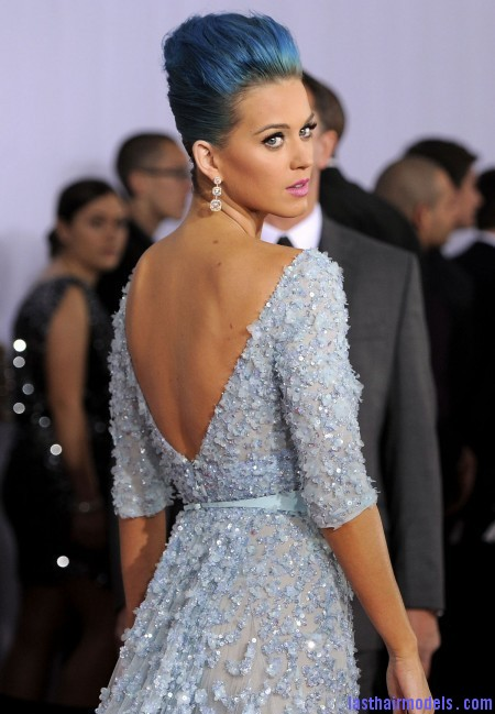 Katy Perry and blue hair style red carpet dress Grammy Awards 2012 3 450x685 Katy Perry's high poof bun: Blue bun style changed!