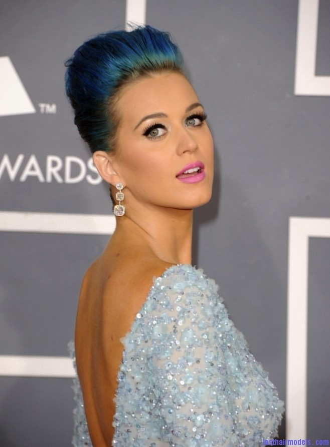 Katy Perry at the 2012 Grammy Awards 726x1024 658x893 Katy Perry's high poof bun: Blue bun style changed!