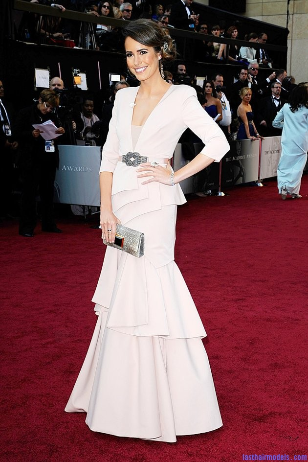 LouiseRoe Oscars2 201212 jpg 041350 Louise Roes messy side bun with crystals: Enhancing the messy outlook!