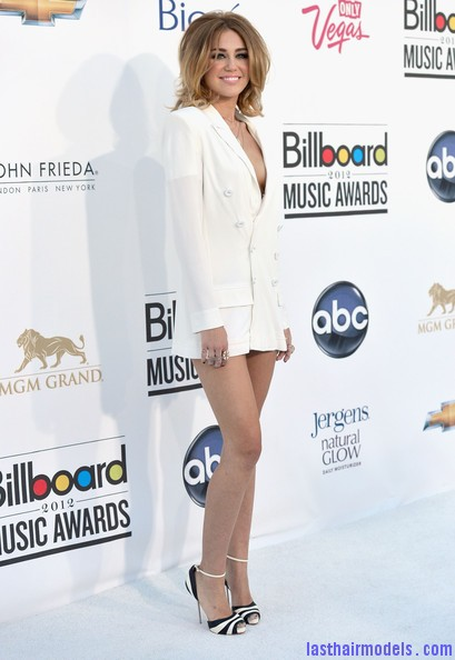Miley+Cyrus+2012+Billboard+Music+Awards+Arrivals+CKUDAD1r1Xdl Miley Cyrus's volumised peppy bob.