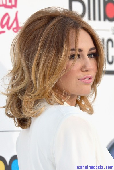 Miley+Cyrus+2012+Billboard+Music+Awards+Arrivals+FcqA7gJZXUbl Miley Cyrus's volumised peppy bob.