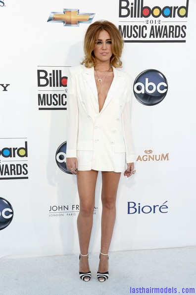 Miley+Cyrus+2012+Billboard+Music+Awards+Arrivals+QDEI79HZAR1l Miley Cyrus's volumised peppy bob.