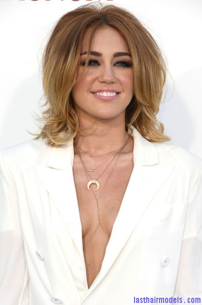Miley+Cyrus+2012+Billboard+Music+Awards+Arrivals+RXDpFK42M Kl Miley Cyrus's volumised peppy bob.