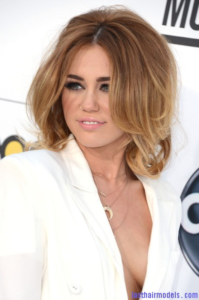 Wondrous Miley Cyrus39S Volumised Peppy Bob Last Hair Models Hair Short Hairstyles For Black Women Fulllsitofus