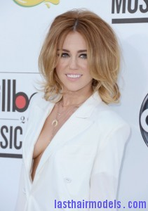 Miley+Cyrus+2012+Billboard+Music+Awards+Arrivals+ggLTnVJz 9El 211x300 Miley+Cyrus+2012+Billboard+Music+Awards+Arrivals+ggLTnVJz 9El