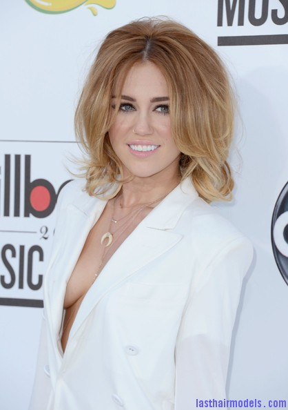 Miley+Cyrus+2012+Billboard+Music+Awards+Arrivals+ggLTnVJz 9El Miley Cyrus's volumised peppy bob.