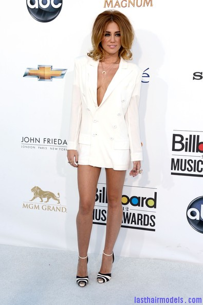 Miley+Cyrus+2012+Billboard+Music+Awards+Arrivals+gnilPMnK8BAl Miley Cyrus's volumised peppy bob.
