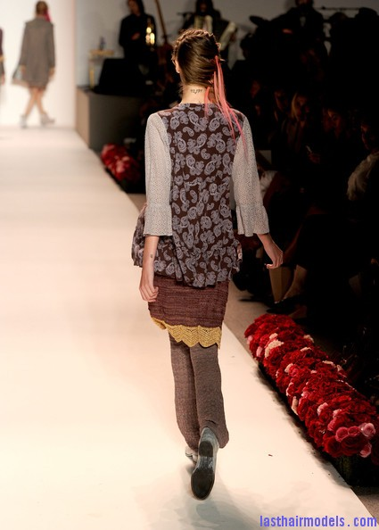 Odd+Molly+Runway+Spring+2011+MBFW+9JOKxWQeFzbl Messy braids with funky hair extensions.