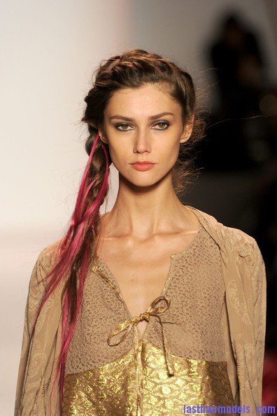 Odd+Molly+Runway+Spring+2011+MBFW+UXFOpl4ZTR6l Messy braids with funky hair extensions.