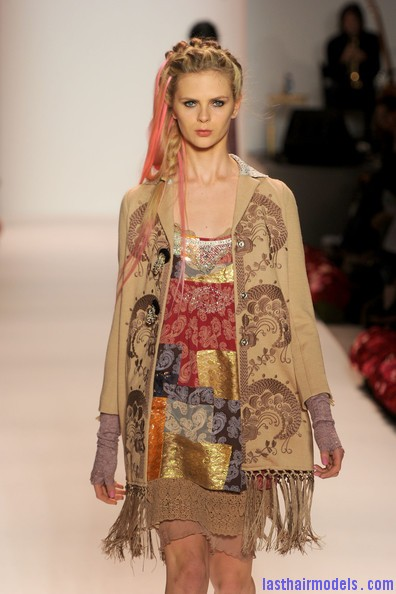 Odd+Molly+Runway+Spring+2011+MBFW+ozVVTrhsZ8Wl Messy braids with funky hair extensions.
